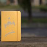 【臺大出版中心 NTU PRESS x MOLESKINE】校門Rocket筆記本。硬殼口袋型。黃