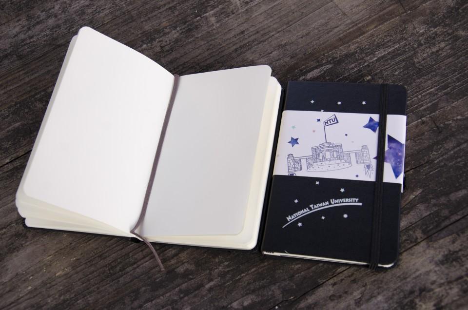 【臺大出版中心 NTU PRESS x MOLESKINE】校門Rocket筆記本。黑