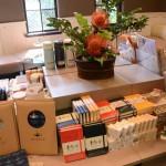 校史館書店主要陳列銷售臺大校史、臺大校園與人物等主題書籍,以及校內各單位設計製作的文創品及教育用品。